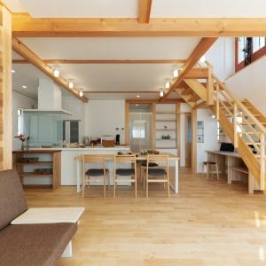 自然素材と暮らす「木・心地の家」。 小さな家の、大きなしくみ