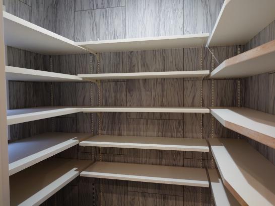 パントリー コの字型の可動棚