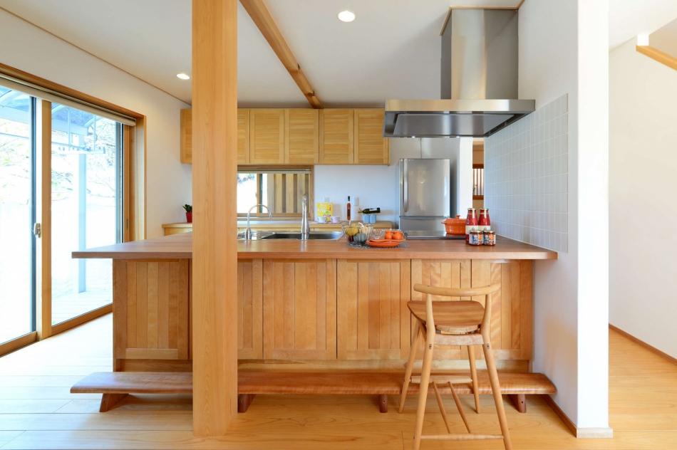料理が楽しくなる木製キッチン