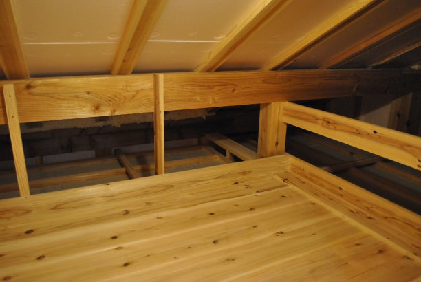 隠れた屋根裏収納